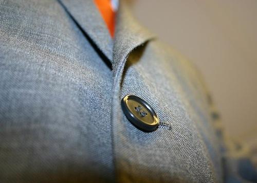 スーツのジャケットの命は「立体感」