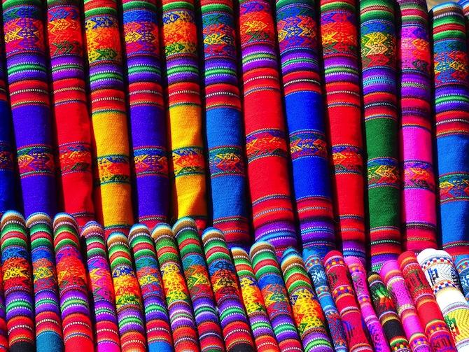 地味な色の服ばかり買ってしまう人の心理