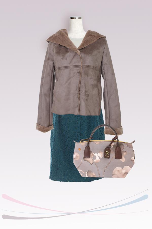 A型体型にはショート丈のコートを合わせると着やせ効果抜群!